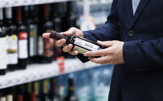Треть россиян поддержали запрет продажи алкоголя людям моложе 21 года