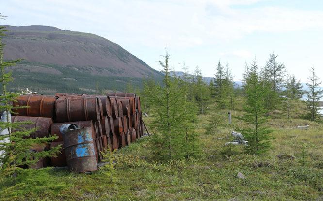 С территории озера Аян вывезли техногенный мусор