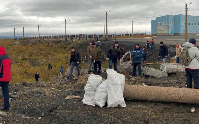 Несанкционированную свалку расчистили на кладбище Голиково