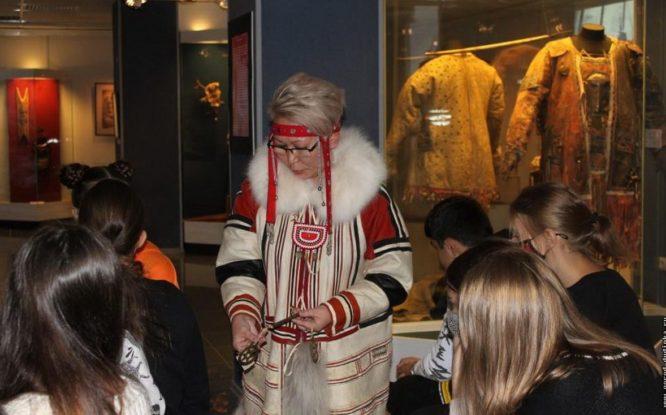 Юные художники узнали о «космологии костюма» нганасан