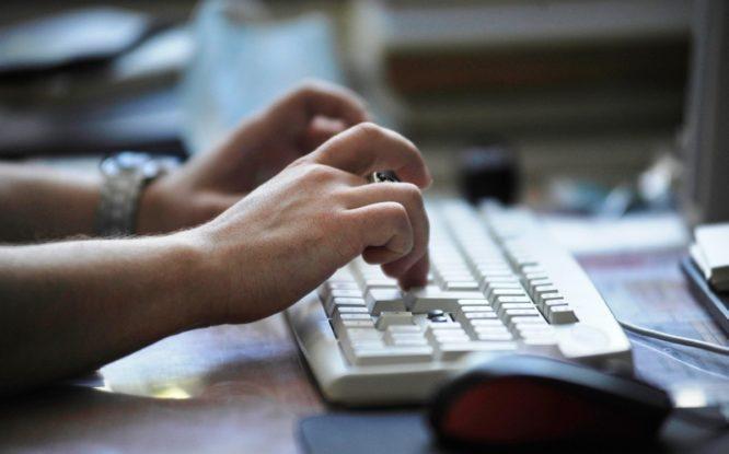 На «Госуслугах» теперь не надо заполнять онлайн-заявления вручную