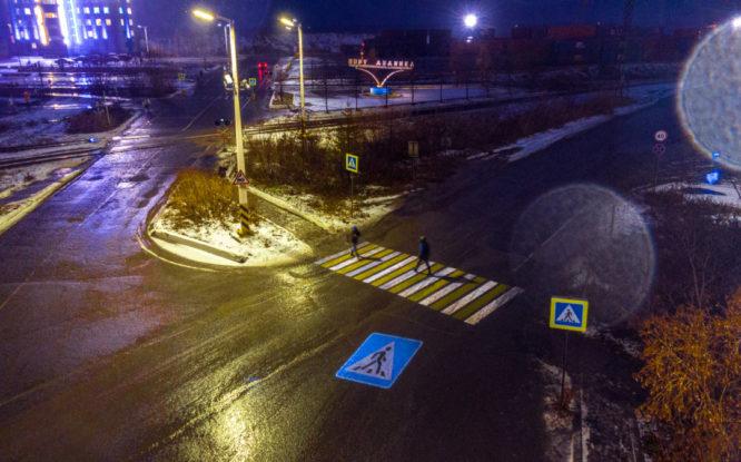 В Дудинке появился первый проекционный пешеходный переход