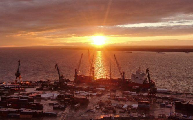 В Дудинском морском порту завершилась летняя навигация