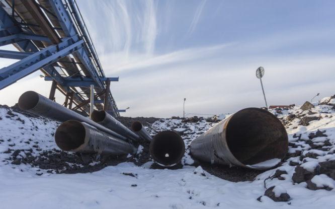 В Оганере меняют трубопровод, обеспечивающий жителей теплом и водой